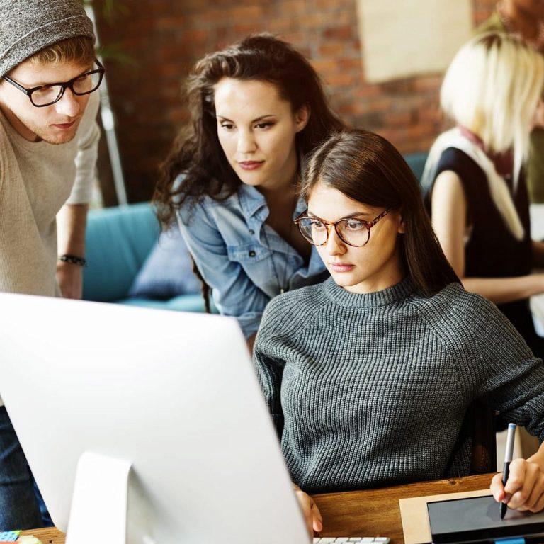 people-corporate-teamwork-brainstorming-working-PYNQJCK-1024x1024