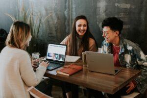 オンライン・コンサルティングサービス:世界中からお手伝い